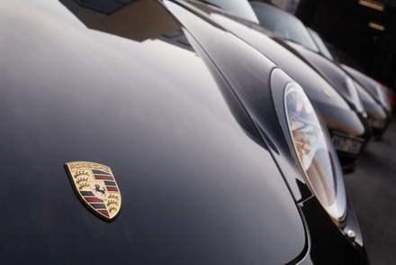 VW przejmuje Porsche /AFP