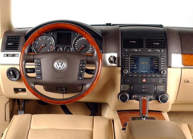 VW Touareg - deska rozdzielcza /Motor