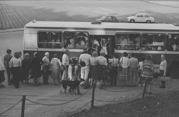 W 1972 roku Berliety wyróżniały się kanciastym nadwoziem, dużymi oknami i szerokimi drzwiami /Z archiwum Narodowego Archiwum Cyfrowego