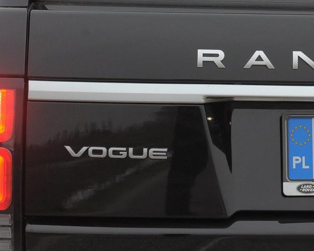 """W 1981 r. powstał Range Rover z limitowanej serii """"In Vogue"""", stworzony w oparciu o auto przygotowane dla miesięcznika o modzie """"Vogue"""", na jedną z sesji zdjęciowych. Potem uznano, że """"Vogue"""" to dobra nazwa dla bogatej odmiany wyposażenia. /Motor"""