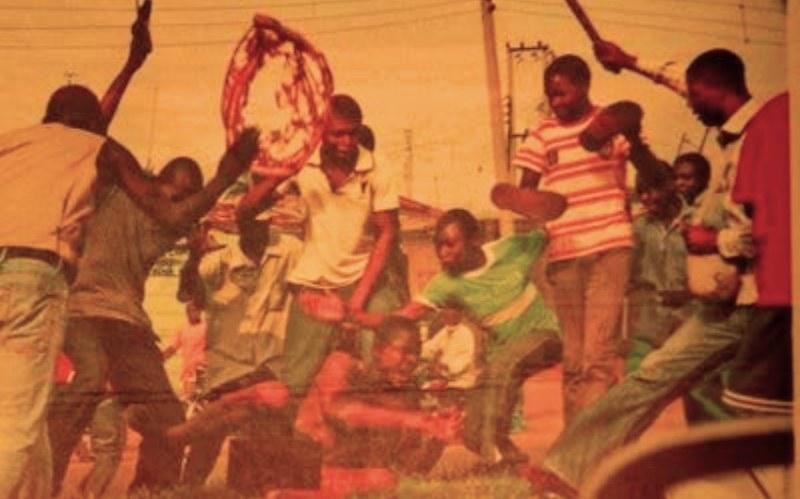 """W 1990 roku w Nigerii doszło do linczu osób podejrzanych o """"kradzież penisów"""" /Getty Images/Flash Press Media"""