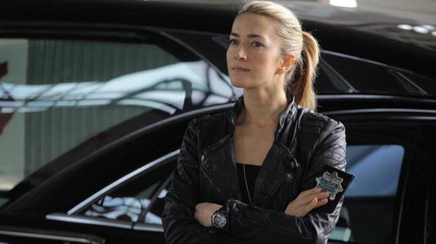 """W 2. sezonie """"Na krawędzi"""" w główną bohaterkę wcieli się Kamilla Baar. Nie zabraknie jednak lubianej przez widzów Urszuli Grabowskiej. /Facebook /materiały prasowe"""