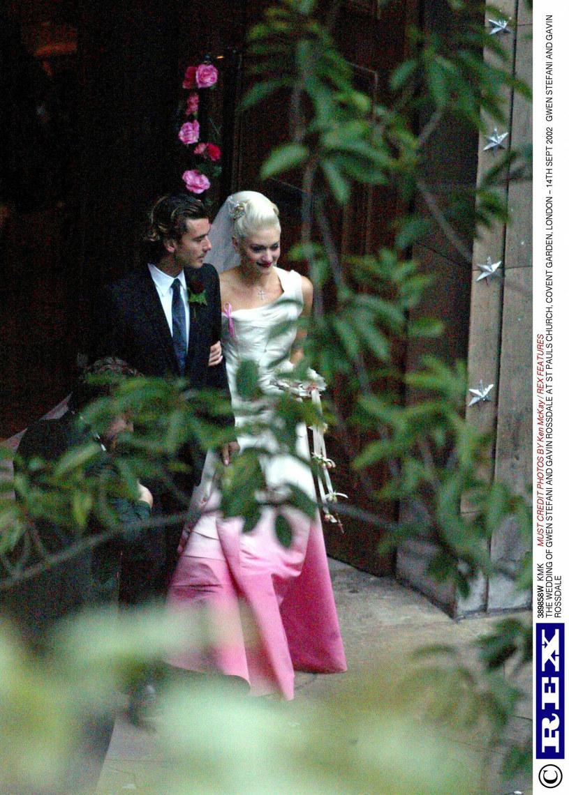 W 2002 roku Gwen wyszła za mąż za Gavina Rossdale - wszyscy mówili wtedy o jej oryginalnej sukni /EastNews /East News