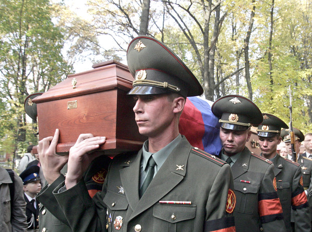 W 2005 roku odbyła się ponowna ceremonia pogrzebowa gen. Denikina. W geście pojednania narodowego jego szczątki zostały ponownie pochowane z pełnymi honorami /AFP