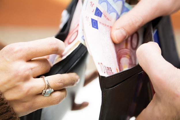 W 2010  roku pracownik otrzymał aż 801 zł z tytułu świadczeń pozapłacowych /© Panthermedia