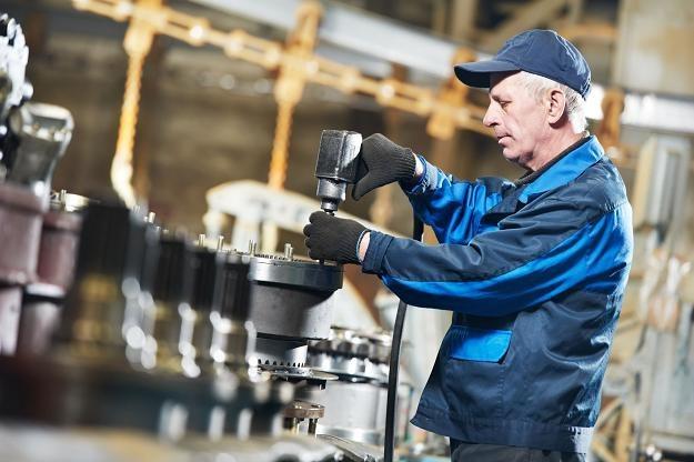 W 2011 roku mediana wynagrodzeń w działach produkcji wyniosła 3440 zł brutto /123RF/PICSEL