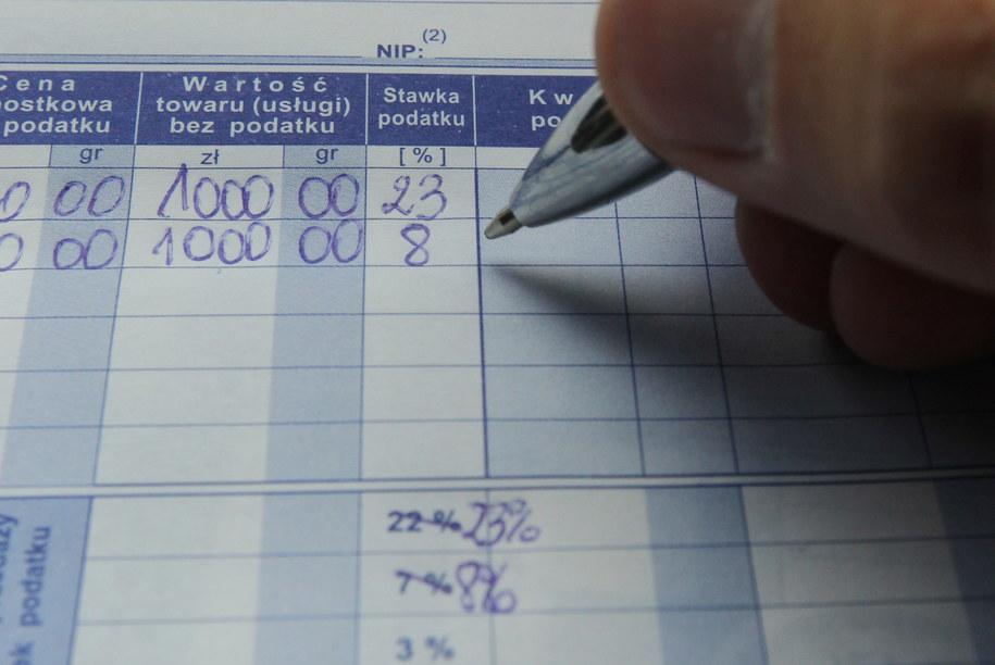 W 2013 r. tylko co trzecią fakturę zapłacono w terminie /Radek Pietruszka /PAP