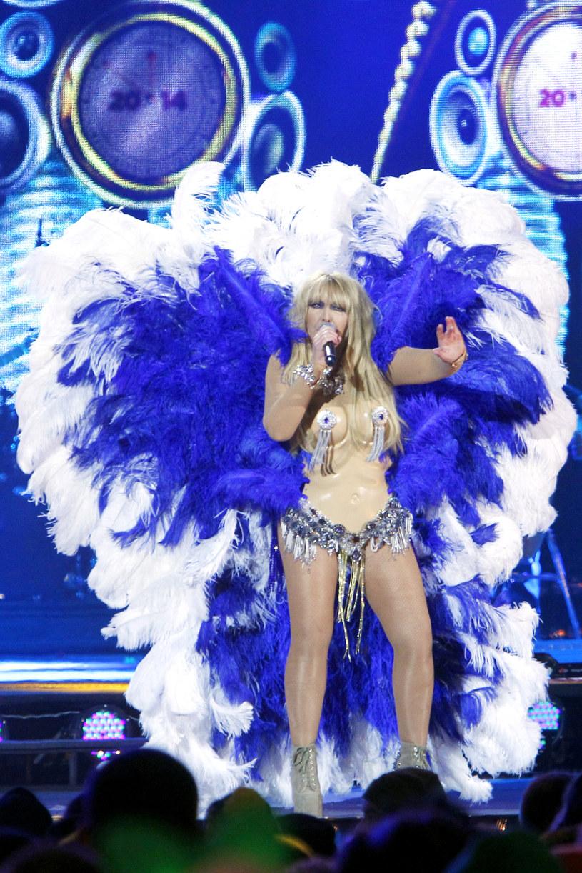 W 2013 roku Maryla przeszła samą siebie i zaprezentowała się w szokującej kreacji rodem z karnawału w Rio lub wybiegu aniołków Victoria's Secret! Zapewniamy, że ten występ nie przeszedł bez echa! /Jordan Krzemiński /AKPA