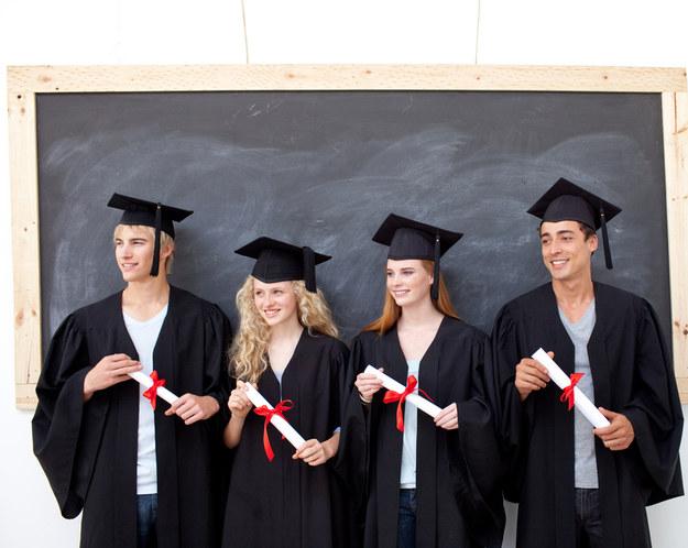 W 2014 roku największe wynagrodzenia otrzymywały osoby, które ukończyły Szkołę Główną Handlową /© Panthermedia