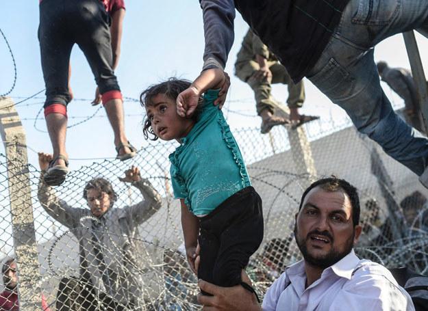 W 2015 najwięcej decyzji o nadaniu statusu uchodźcy uzyskali obywatele Syrii/ Syria, 16.06.2015 / BULENT KILIC /AFP