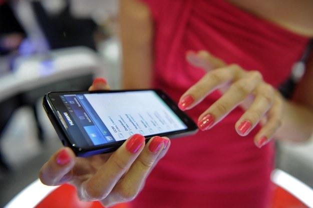 W 2018 r. na globalnym rynku będzie wykorzystywanych 4,5 mld smartfonów - prognozuje Ericsson /AFP