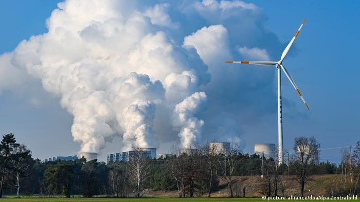 W 2020 roku parki wiatrowe po raz pierwszy wytworzyły więcej prądu niż elektrownie węglowe /Deutsche Welle