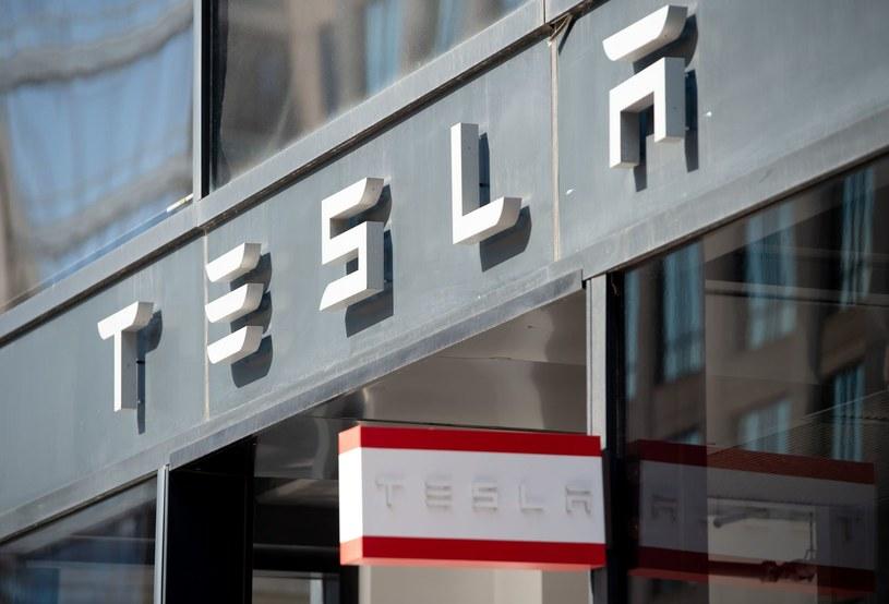 W 2020 roku wartość giełdowa producenta samochodów elektrycznych wzrosła o ponad 740 proc. /AFP
