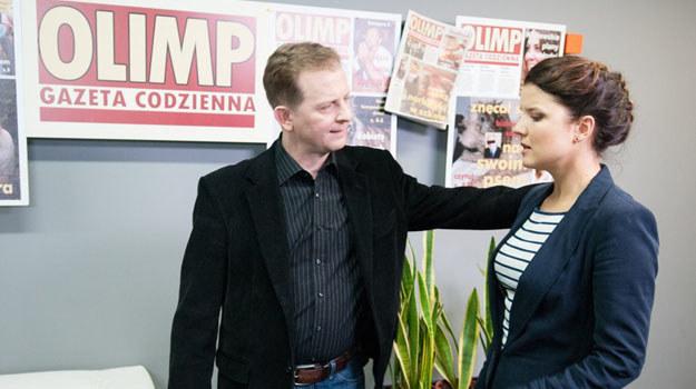 W 2072. odcinku redaktor naczelny (Wojciech Socha) zrobi Marcie karczemną awanturę z powodu jej pierwszego tekstu /Agencja W. Impact