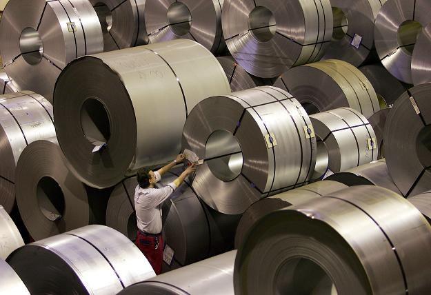 W 27 krajach Unii Europejskiej produkcja przemysłu spadła w grudniu 2010 r. o 0,1 proc. m/m /AFP