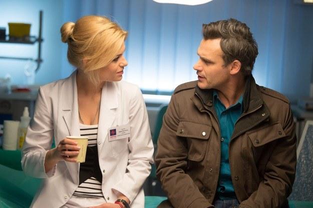 """W 527. odcinku """"Na dobre i na złe"""" Marek zaproponuje Agacie, żeby byli razem. Woźnicka stwierdzi, że nie zamierza go pocieszać. /Agencja W. Impact"""