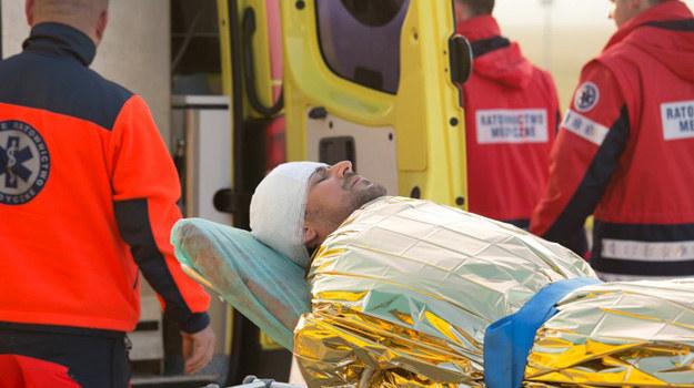 """W 548. odcinku """"Na dobre i na złe"""" (emisja w środę 26 lutego) okaże się, że Witek jest ciężko ranny i właśnie został przetransportowany do Polski. /Agencja W. Impact"""