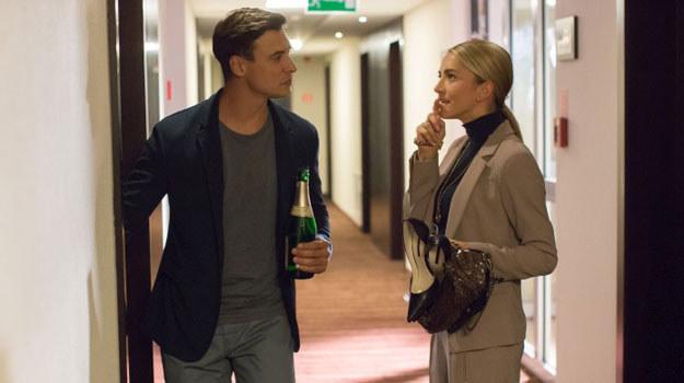 W 576. odcinku (emisja w środę 26 listopada o godz. 20.40 w TVP2) pęknie butelka szampana, po której poczują się sobie jeszcze bliżsi /Agencja W. Impact