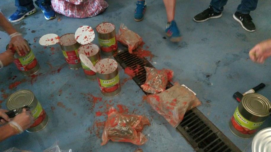 """W 63 """"puszkach z pomidorami"""" znaleziono 20 kilogramów narkotyków /foto. Komenda Główna Policji /"""
