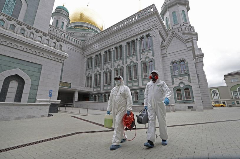W 85 regionach Rosji odnotowano w sumie 335 882 przypadków zakażenia koronawirusem, 107 936 pacjentów wyzdrowiało. /SERGEI CHIRIKOV /PAP/EPA