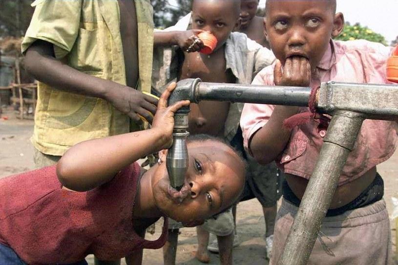 W Afryca zrobił najbardziej dramatyczne zdjęcia /AFP