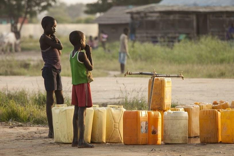 W Afryce czysta woda to towar deficytowy. Duńska firma chce to zmienić /123RF/PICSEL