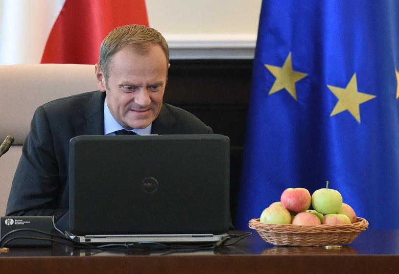 W akcję #jedzjabłka włączył się tez premier Donald Tusk /Radek Pietruszka /PAP