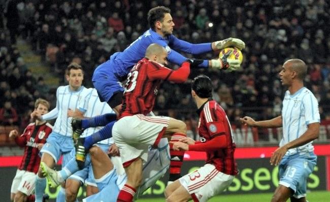 W akcji bramkarz Lazio Etrit Berisha /PAP/EPA