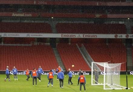 W Anglii nie brakuje nowoczesnych stadinów. Jednym z nich jest Emirates Stadium w Londynie. /AFP