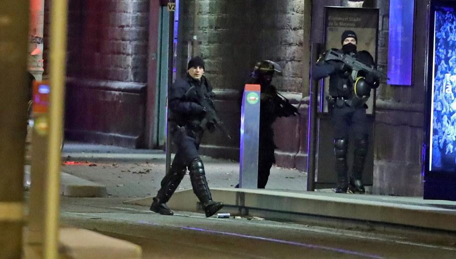 W ataku Cherifa Chekatta w Strasburgu zginęło 5 osób, a kilkanaście innych zostało rannych /JEAN-MARC LOOS /PAP/EPA
