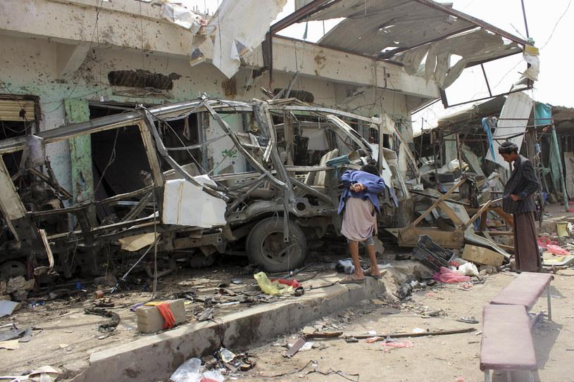 W ataku na szkolny autobus w Jemenie zginęło kilkadziesiąt osób, w tym wielu dzieci /STRINGER /AFP