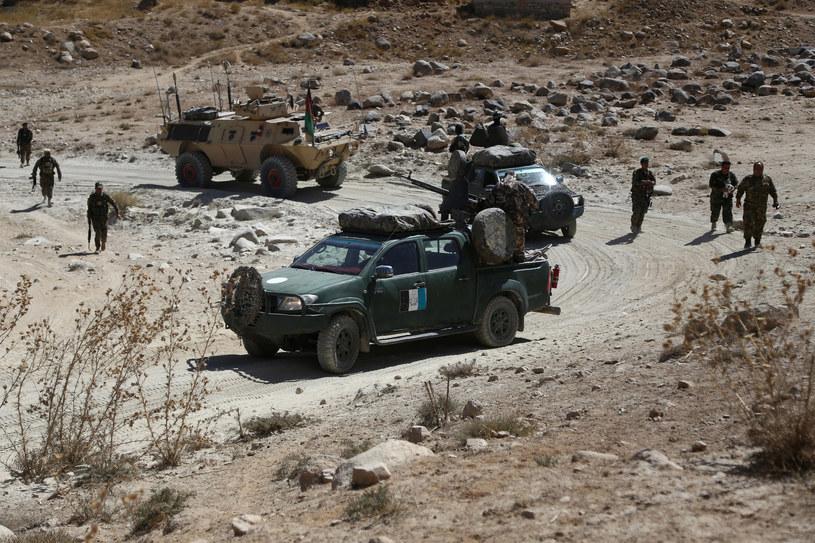 W ataku talibów zginęło trzech urzędników i 15 policjantów /Zakeria HASHIMI /AFP