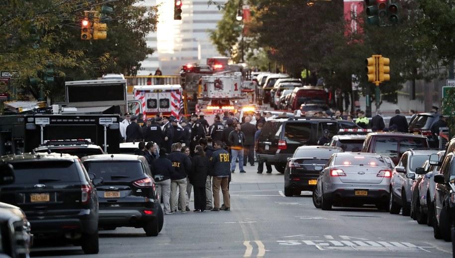 W ataku zginęło osiem osób /JASON SZENES    /PAP/EPA