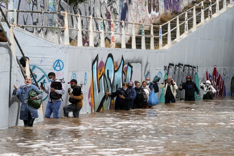 W Atenach ulice przemieniły się w potoki /Associated Press /East News