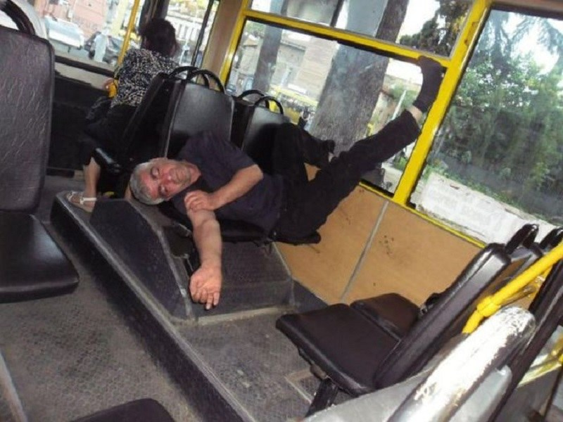 W autobusie /humorsharing.com