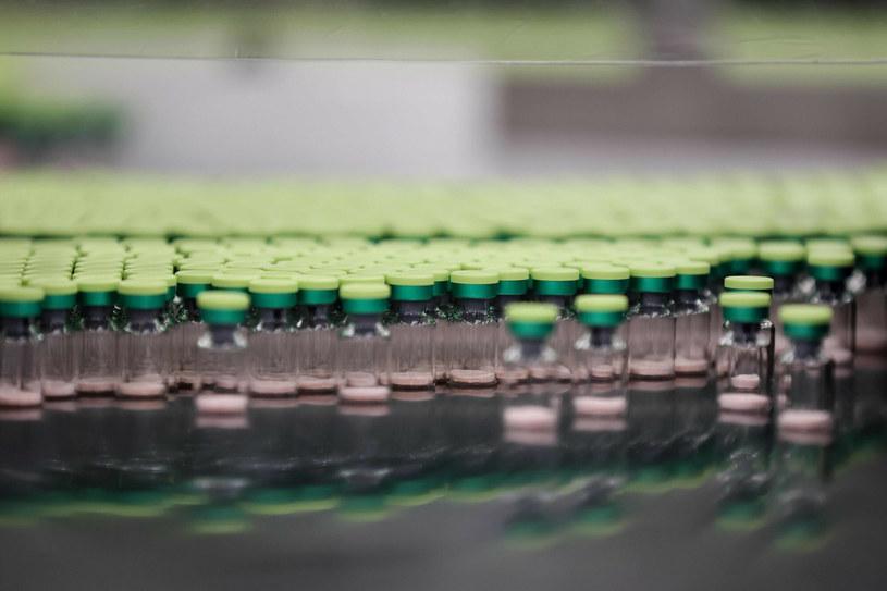 W badaniach klinicznych są obecnie 83 szczepionki. /KENZO TRIBOUILLARD / AFP /East News