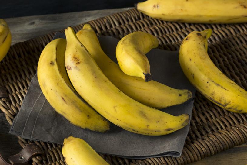 W bananach znajduje się też pektyna, która redukuje poziom złego cholesterolu LDL /123RF/PICSEL