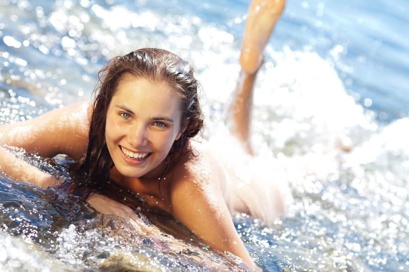 W Barcelonie kobiety mogą pływać topless na publicznych basenach /123RF/PICSEL