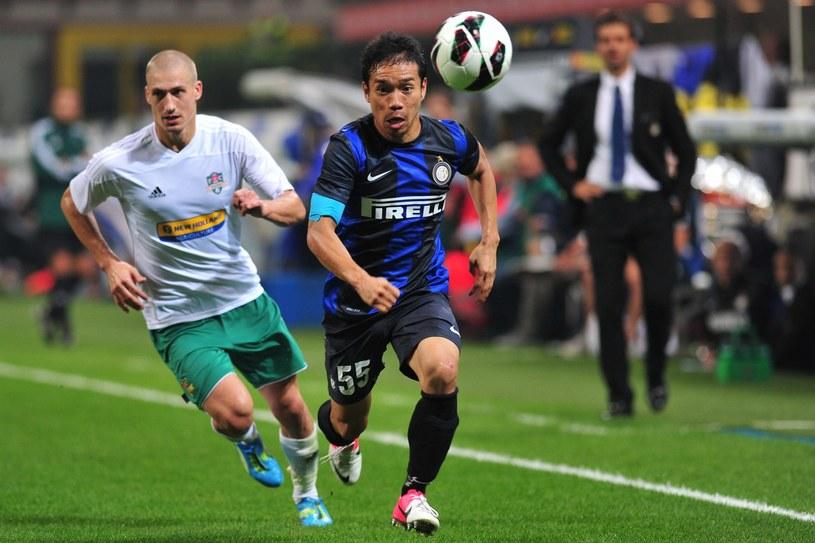 W barwach Vaslui Piotr Celeban (z lewej) rywalizował nawet w Interem Mediolan (z prawej Yuto Nagamoto). /AFP