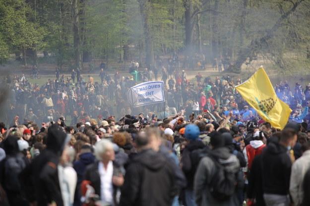 W belgijskim parku zgromadziły się tłumy ludzi /OLIVIER HOSLET /PAP/EPA