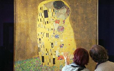 """W Belvedere można objerzeć słynny """"Pocałunek""""  /AFP"""
