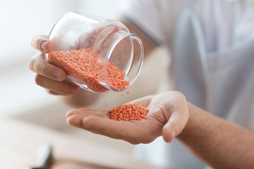 W bezglutenowej diecie mogą się znaleźć: kasza jaglana, orzechy, soczewica, ciecierzyca, sezam, siemię lniane i ziarna słonecznika /123RF/PICSEL
