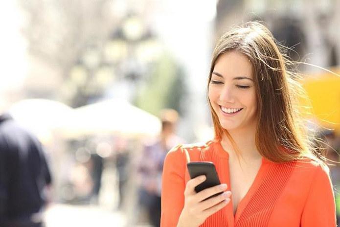 W bezpłatnej aplikacji mObywatel znajdziemy cyfrowe wersje wielu naszych /123RF/PICSEL