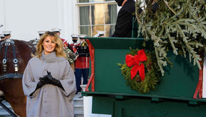 W Białym Domu już szykują się na święta. Co za choinka!