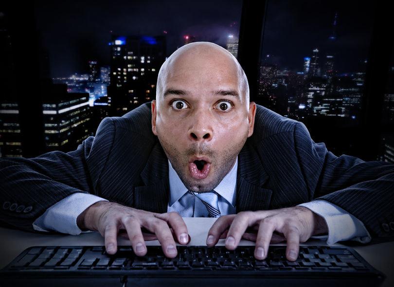 W biurze można pracować albo oglądać strony dla dorosłych /123RF/PICSEL