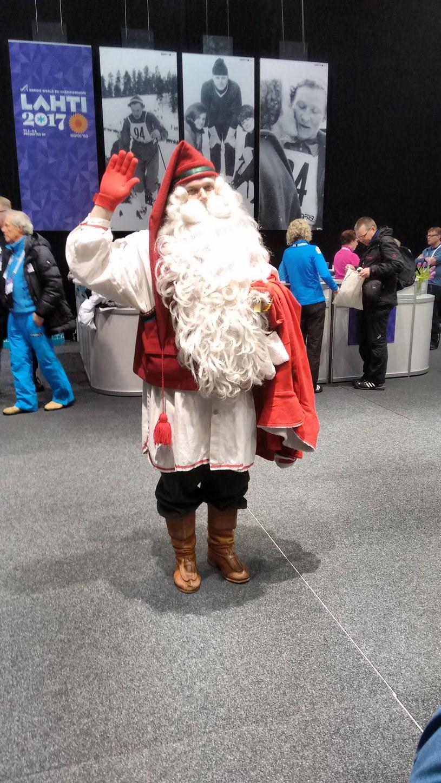 W biurze prasowym zjawił się nawet, trochę spóźniony, święty Mikołaj /INTERIA.PL