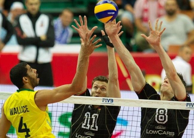 W bloku niemieccy siatkarze - Lukas Kampa (C) oraz Marcus Bohme (P) /Andrzej Grygiel /PAP