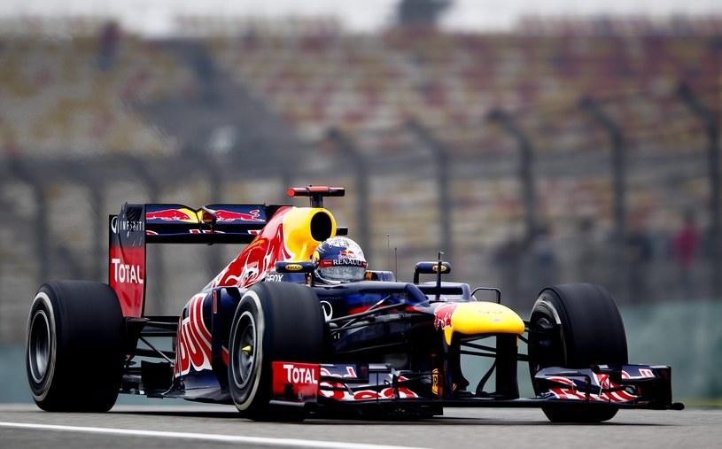 W bolidzie Vettela zastosowano nowy typ wydechu /PAP/EPA