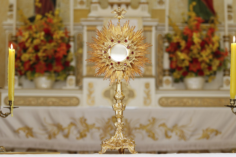 W Boże Ciało czczony jest Jezus Chrystus w Najświętszym Sakramencie /123RF/PICSEL