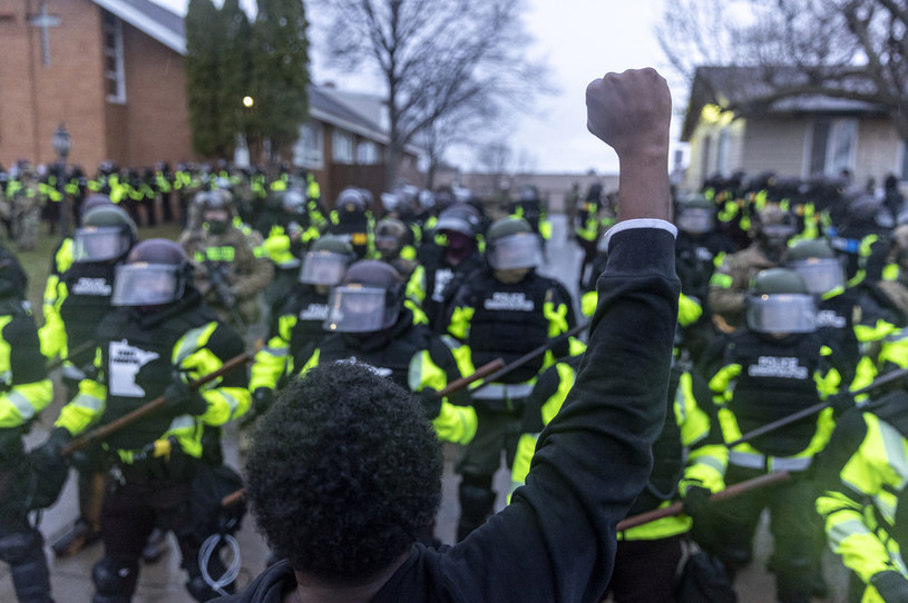 W Brooklyn Center ogłoszono godzinę policyjną /KEREM YUCEL  /AFP